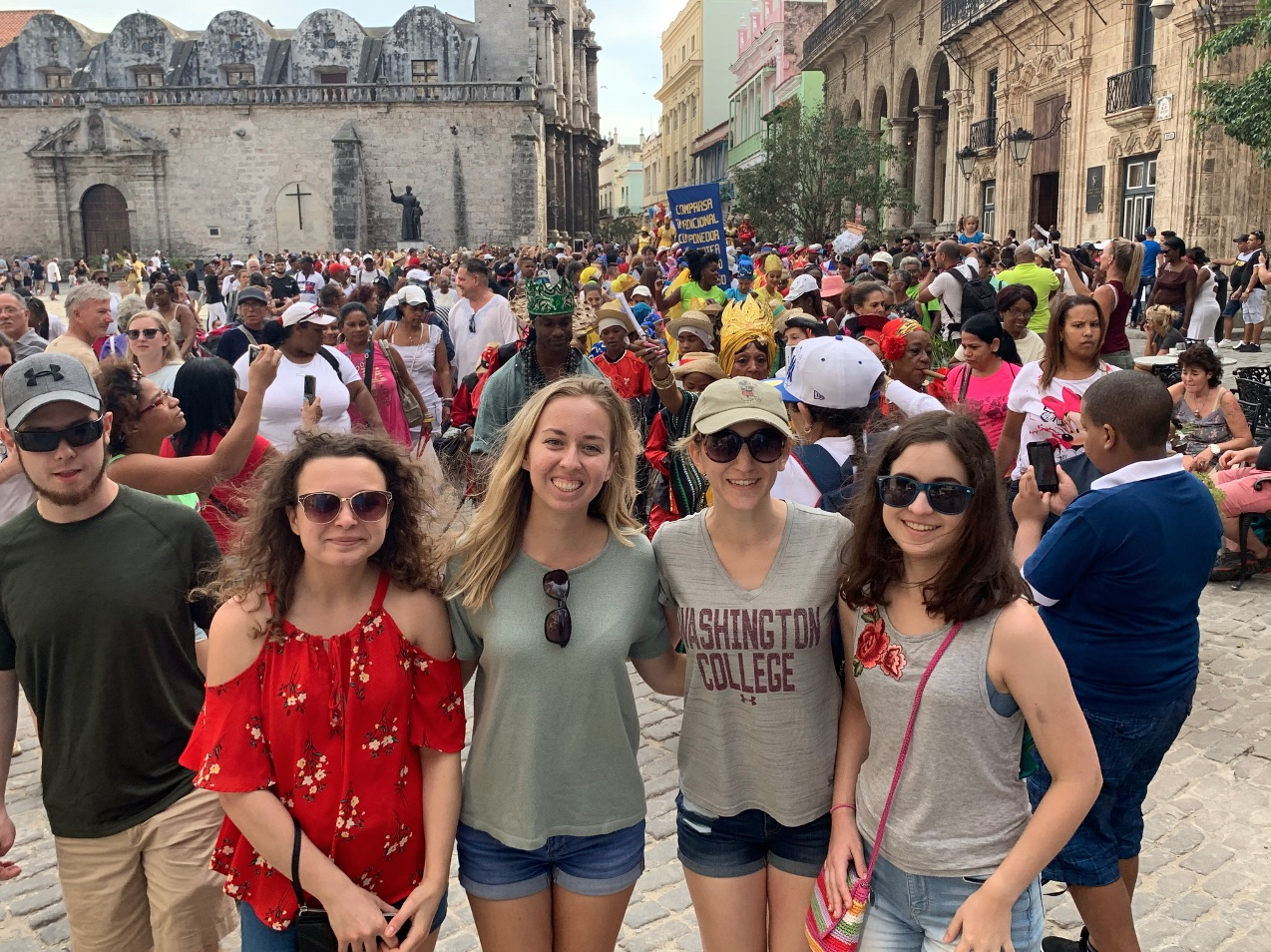 Cuba - Plaza with students